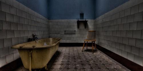 Dit verlaten zwembad werd gebouwd tijdens Wereld Oorlog I en staat nu te verkommeren. Erg gemakkelijk was het niet om dit verlaten zwembad binnen te raken, maar zoals altijd wint […]